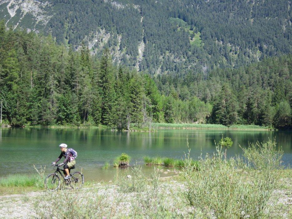Es lässt sich gut Radeln am Weißensee - ©Armin Herb