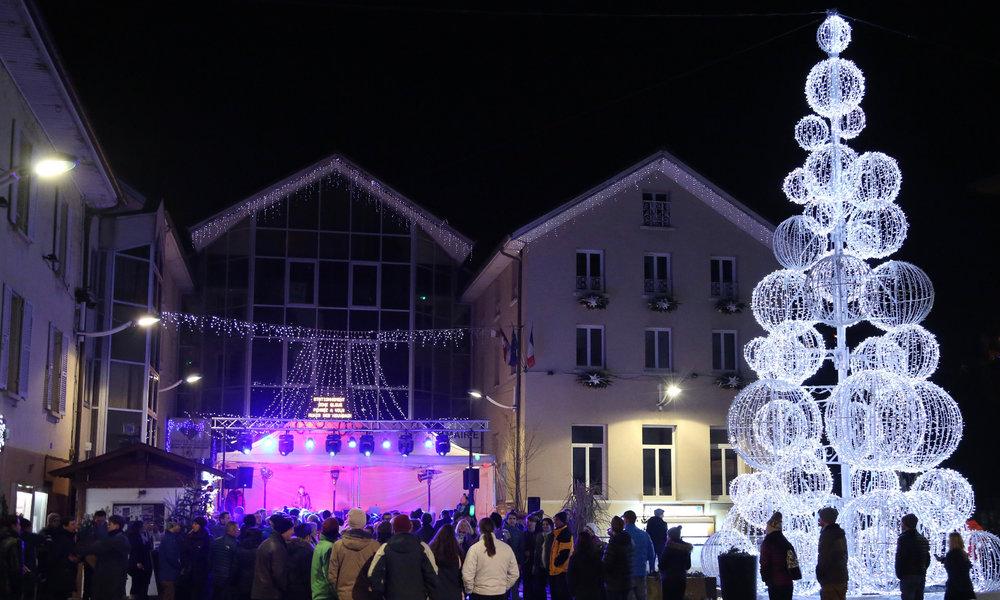 Ambiance festive et musicale dans les rues de Brides les Bains - © Fred Nony
