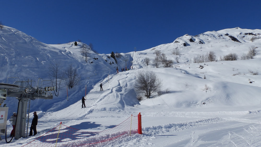 Direction les pistes de ski de la Toussuire et des Sybelles via le téléski des Bottières - © Office de Tourisme Les Bottières