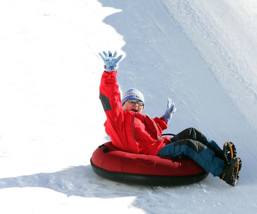 Session snow tubing à Métabief, sensations et rigolade assurées ! - © Métabief Tourisme