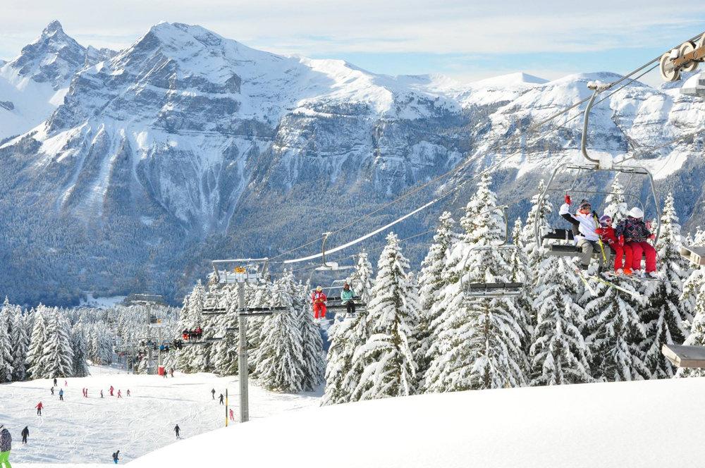 En route pour les pistes de ski des Carroz - © Office de Tourisme des Carroz