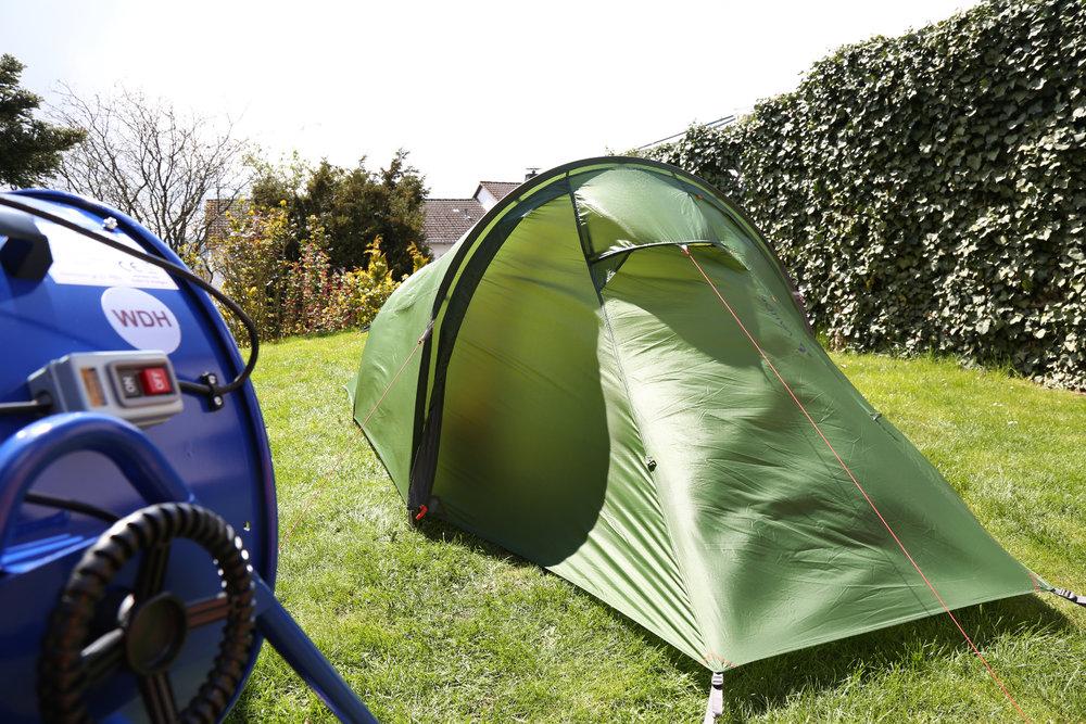 Stabil, aber aufgrund der elastischen Außenwände wird das Außenzelt beim Windtest auch etwas eingedrückt  - © Bergleben.de