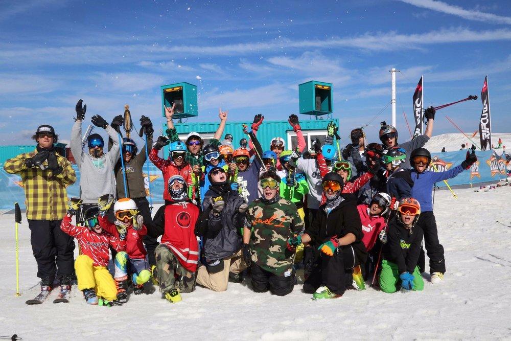 Freeskischool ti fa vivere 4 settimane di Freeski Camp nel comprensorio sciistico francese Les Deux Alpes, per provare le nuove maschere Nike.