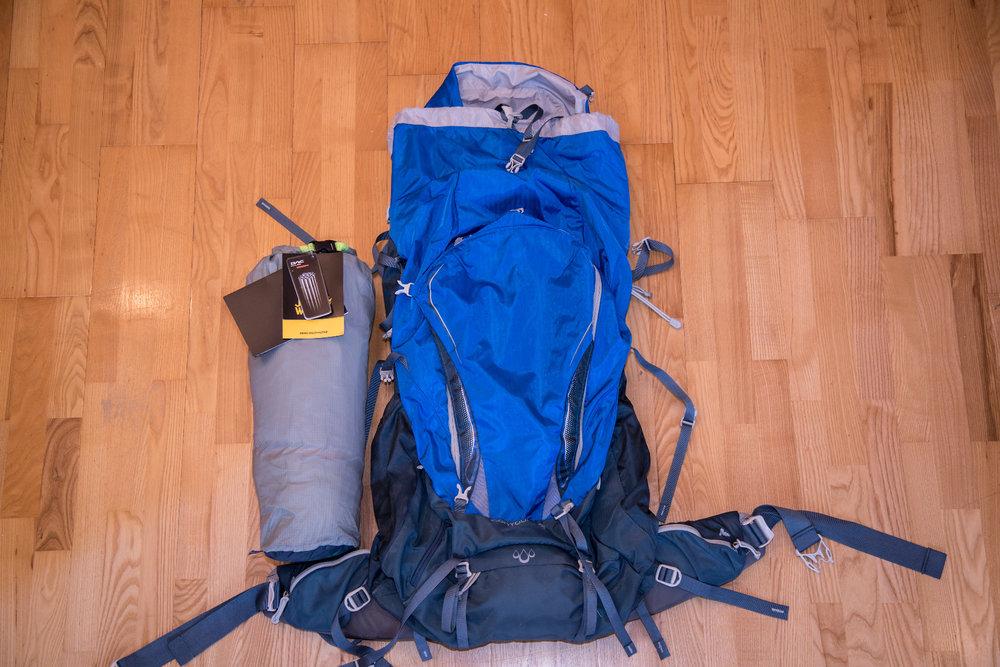 Packmaß des Jack Wolfskin Exolight II im Vergleich mit dem (recht kleinen) 60-Liter-Rucksack von Gregory  - © Bergleben.de