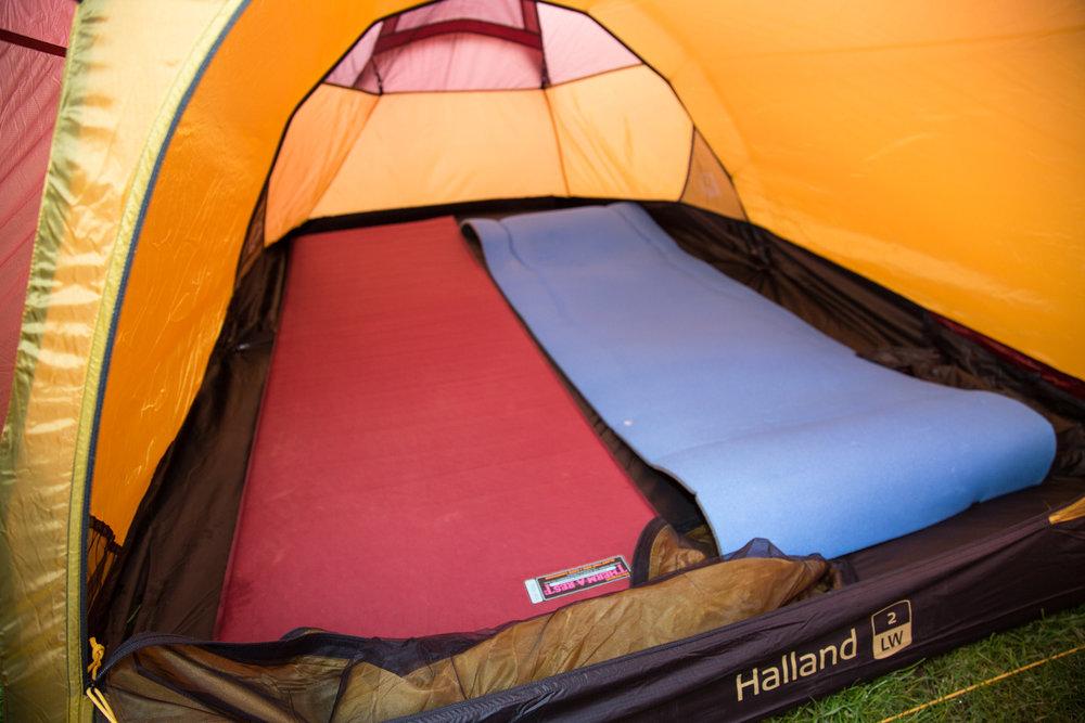 Ausreichend Platz für zwei Isomatten im Nordisk Halland 2 LW - © Bergleben.de
