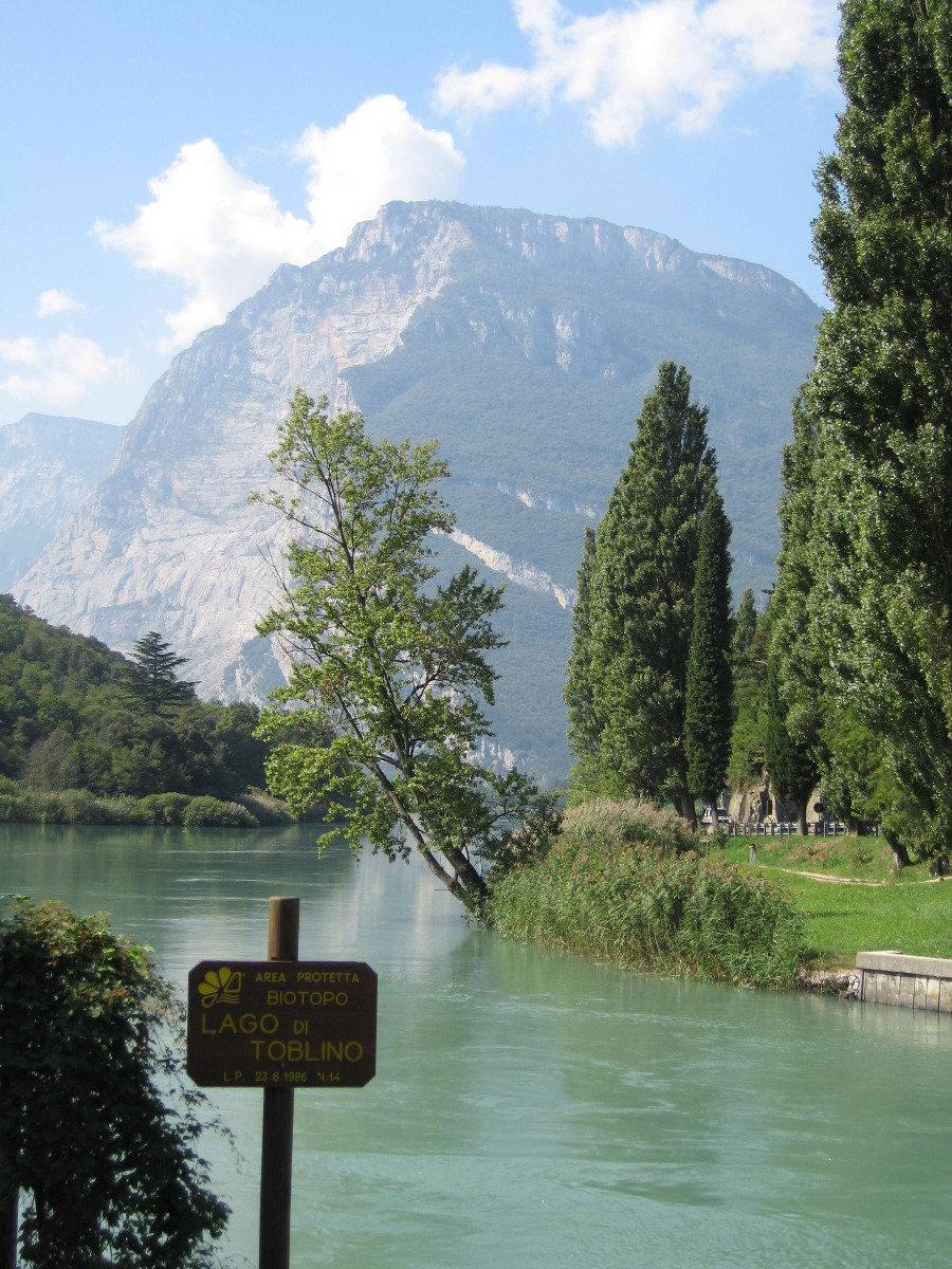 Lago di Toblino im Valle dei  Laghi, nordöstlich vom  Gardasee  - © Armin Herb