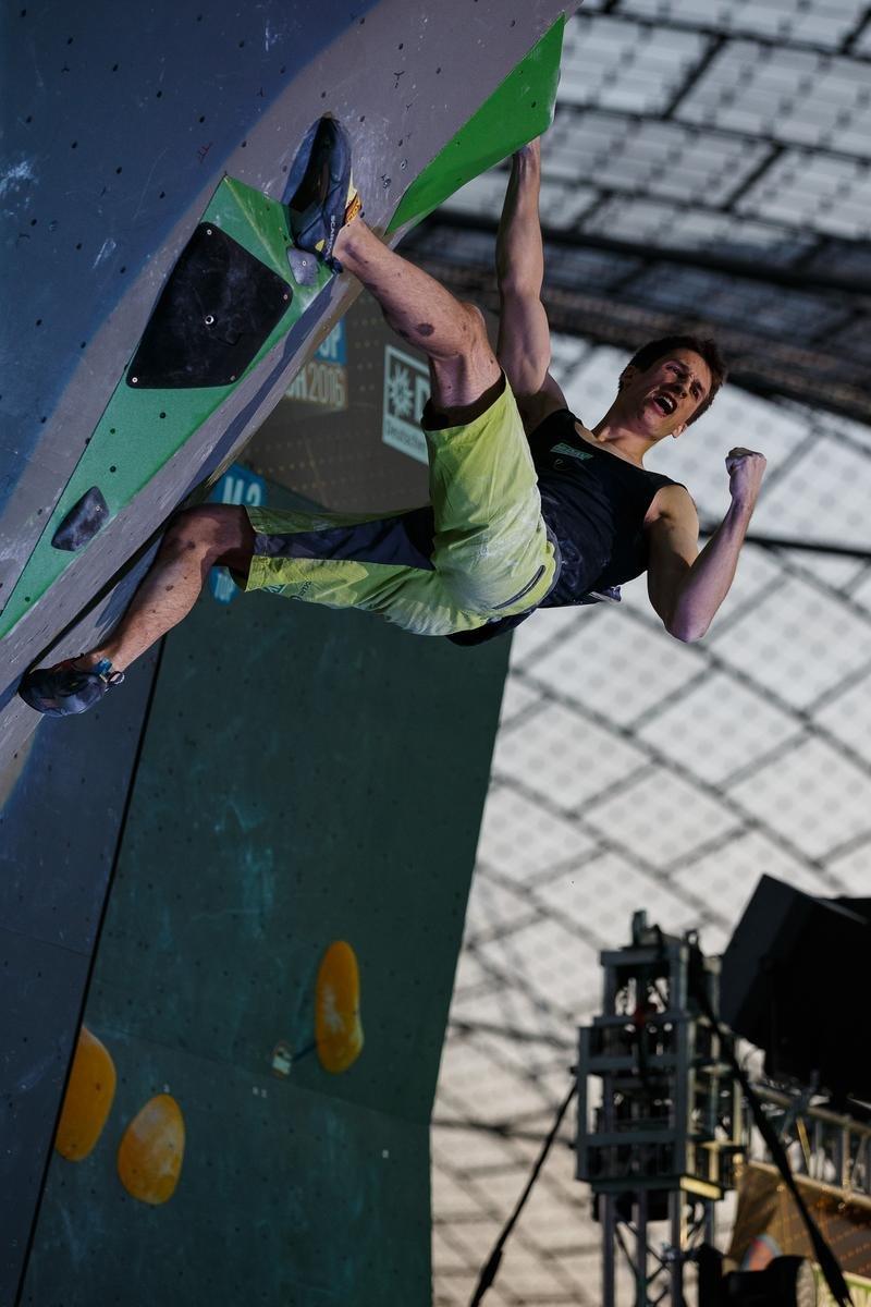 Stark: David Firnenburg jubelt am Top-Griff, wird in München Vierter - © DAV / Marco Kost