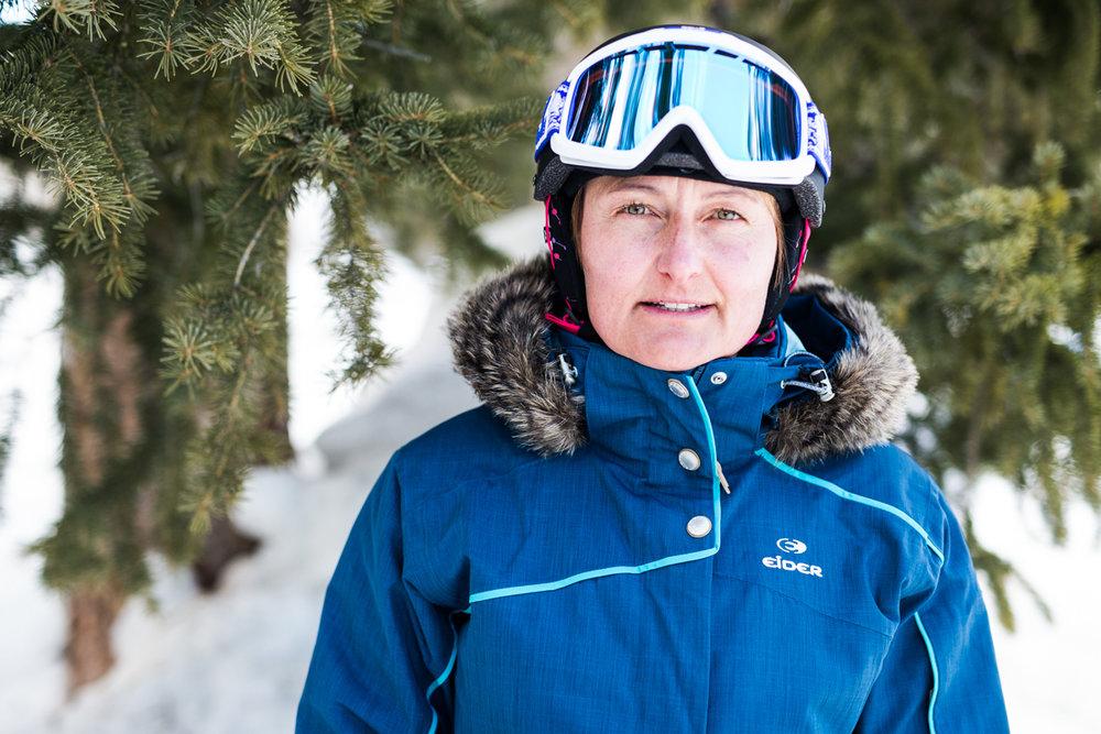 Susi Muecke (51) vokste opp i Alpene. Hun er sertifisert skiinstruktør og jobber for Snowbird i USA med både ski og sykkel. - © Liam Doran