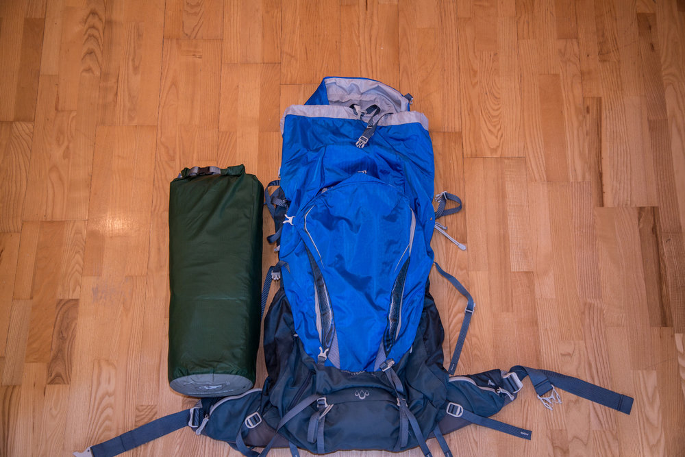 Packmaß des Tatonka Kiruna im Vergleich mit dem (recht kleinen) 60-Liter-Rucksack von Gregory  - © Bergleben.de