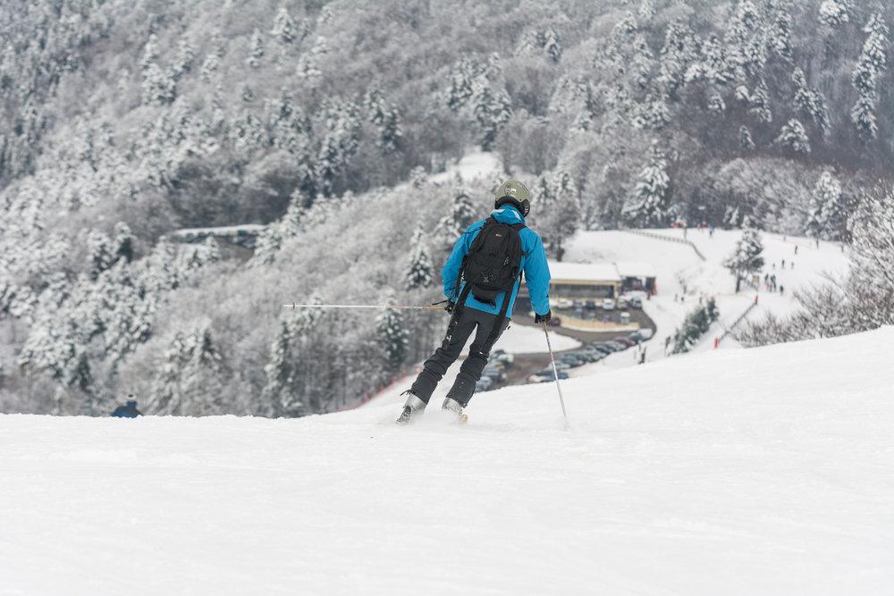 Ski sur les pistes enneigées de la Planche des Belles Filles - © Thomas-Devard