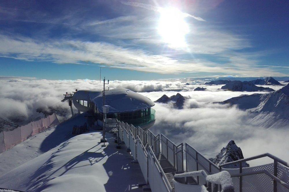 Frischer Schnee und blauer Himmel - © Mario Dobler