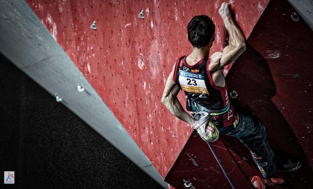 Ist 34 Jahre alt und besteht immer noch nur aus Muskeln: Ramón Julian Puigblanque (ESP) kletterte noch einmal auf Rang 9 - © FFME/Agence Kros - Remi Fabregue