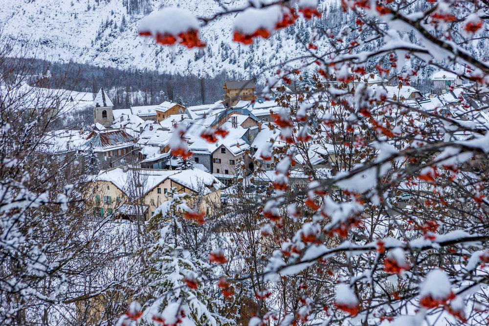 Le village typique de Val d'Allos, à quelques encablures seulement du domaine skiable du Seignus - © Office de tourisme du Val d'Allos / R. Palomba