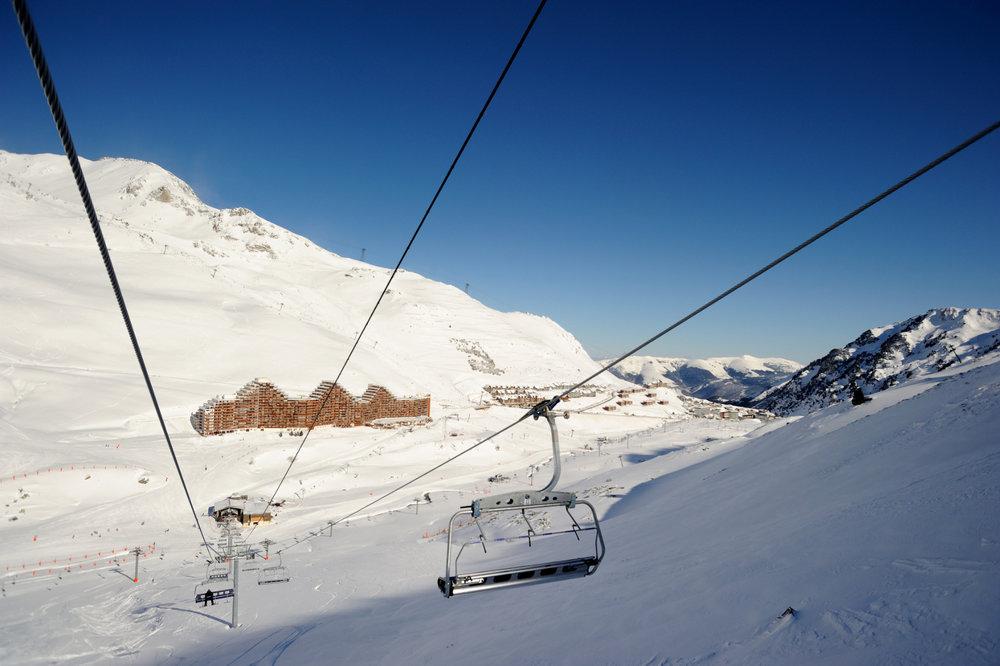 Vue sur la station de la Mongie depuis le domaine skiable (secteur Pourteilh) - © Office de Tourisme du Grand Tourmalet