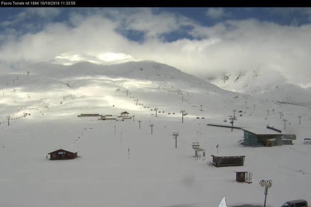 Neve fresca a Passo Tonale, 10 Ottobre 2016 - © Passo Tonale webcam