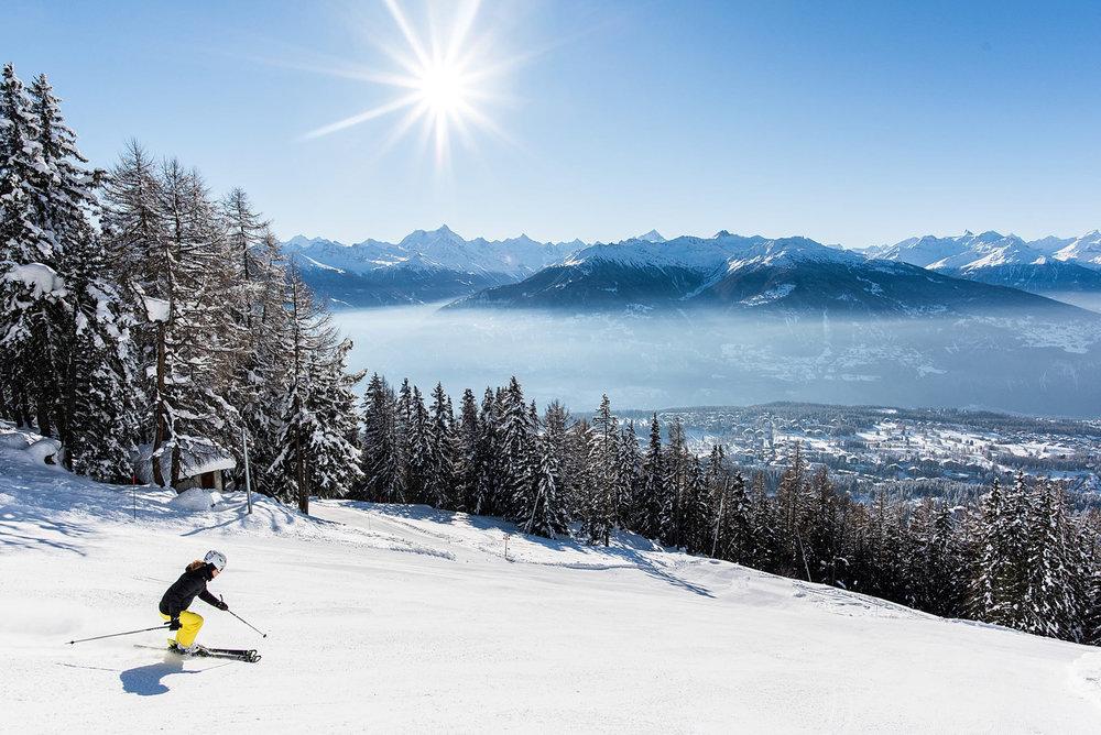Conditions de ski idéales (neige fraiche et soleil généreux) sur les pistes de Crans Montana - © Crans-Montana Tourisme & Congrès - Olivier Maire