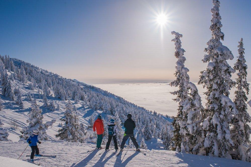 Ski au dessus de la mer de nuages à Lans en Vercors - © Office de Tourisme de Lans en Vercors