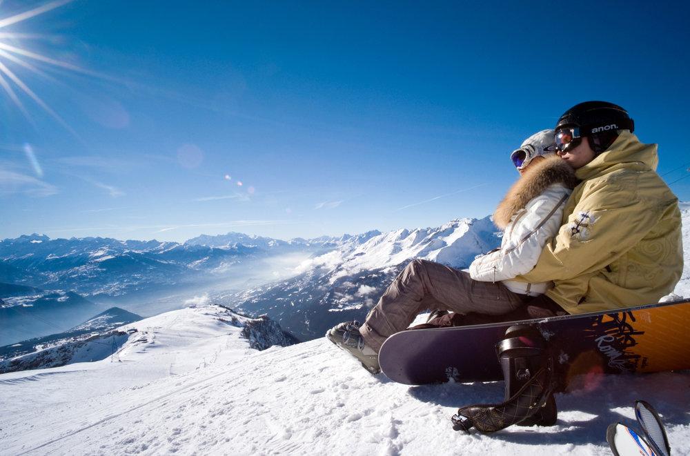 Instant de détente et de contemplation face au panorama offert par Crans Montana - © Crans-Montana Tourisme & Congrès / Olivier Maire