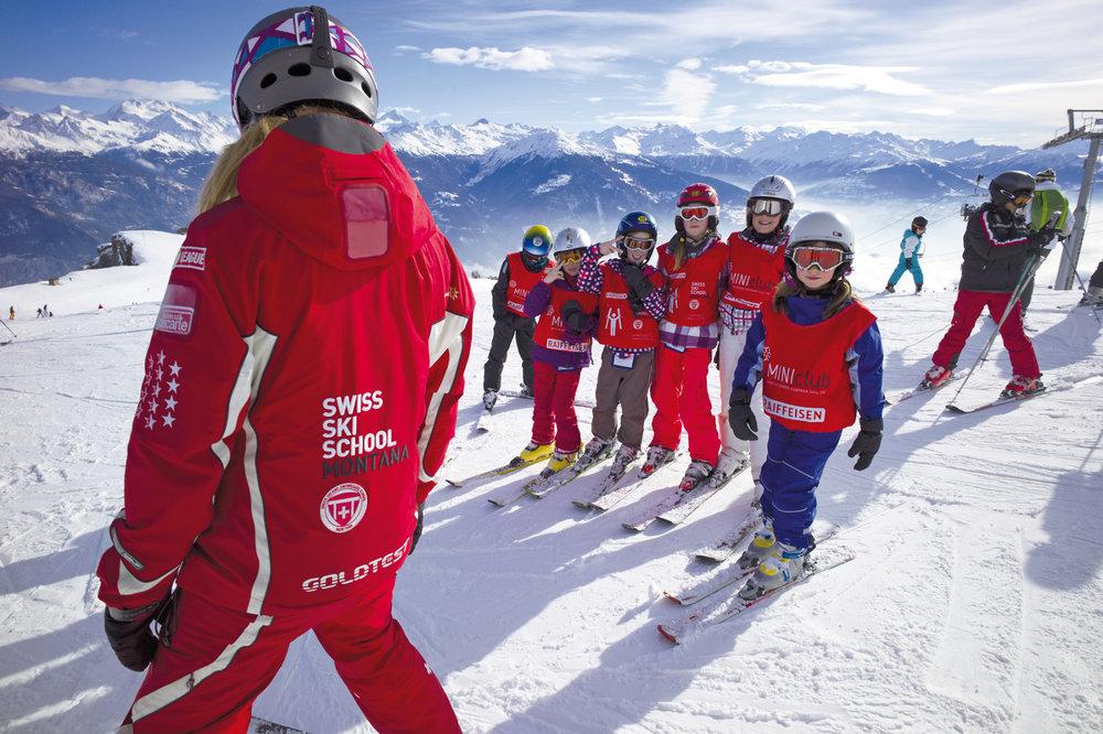 Apprentissage du ski sous l'encadrement des moniteurs de l'école de ski Swiss Ski School de Crans Montana - © Crans-Montana Tourisme & Congrès / Olivier Maire