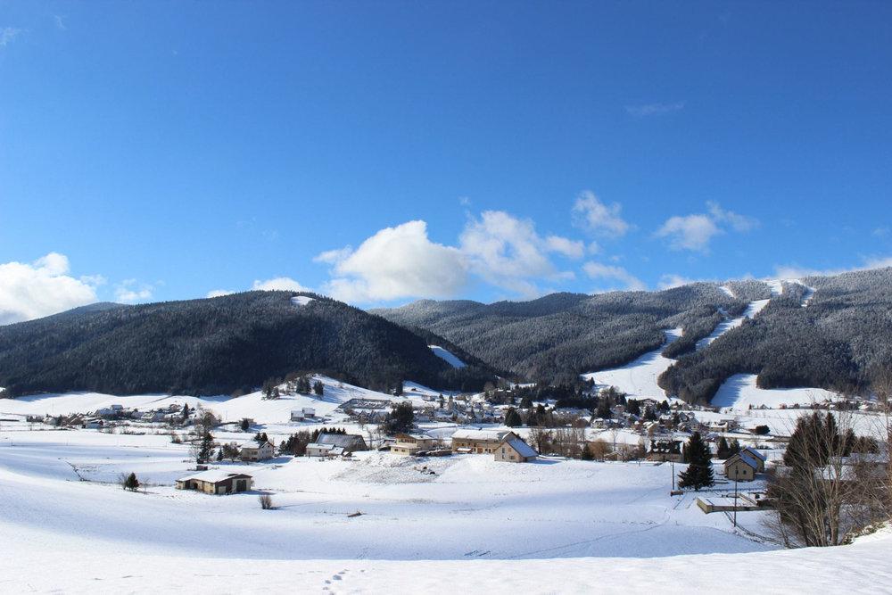 Vue sur la station d'Autrans et son domaine skiable - © Office de Toursime d'Autrans