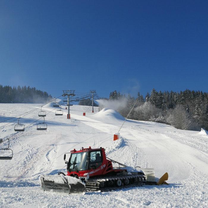 Préparatifs et entretien du domaine skiable de Méaudre (production de neige de culture et damage) - © Office de Tourisme de Méaudre / Marion Cottaz
