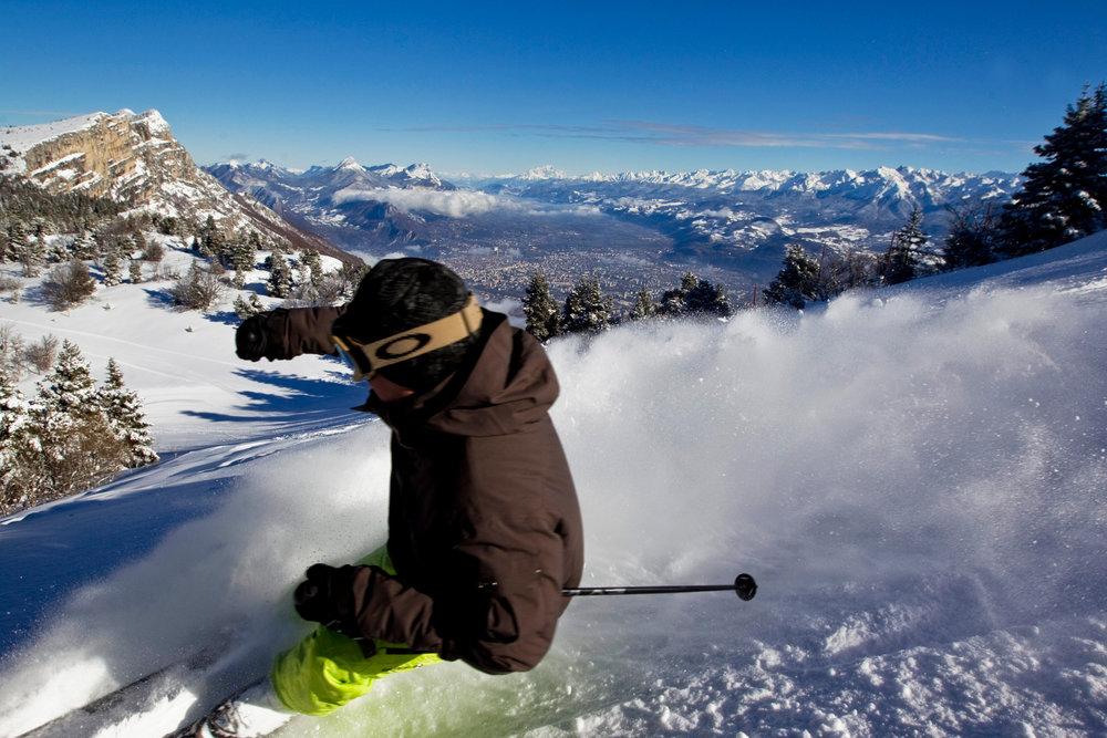 Session ski engagé sur les pentes enneigées de Lans en Vercors - © OT de Lans en VErcors / T. Durand