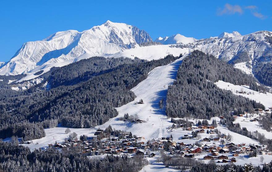 La station village de Notre Dame de Bellecombe au pied de son domaine skiable - © Office de Tourisme du Val d'Arly