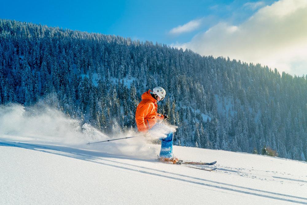 Session ski hors piste sur les pentes enneigées des Crest Voland - © Labellemontagne Crest-Voland Cohennoz