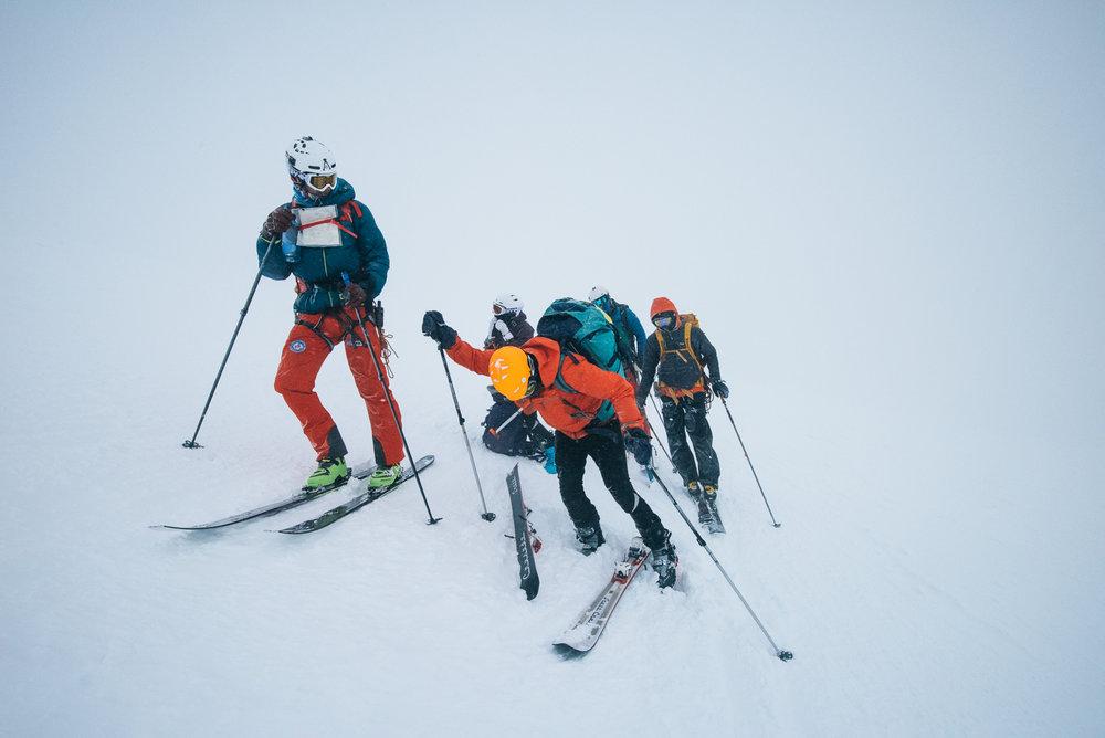 Turfølget vi traff på, som heldigvis hadde en mer nøyaktig GPS enn vår, mistet uheldigvis skiene på veien nedover. Man skal ha utstyr og kunnskap om man skal stå ned fra Glittertind mot vest i slike forhold.  - © Tor Berge - Norexplore