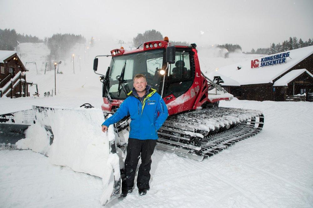 Daglig leder ved Kongsberg skisenter, Halvor Jamtveit jubler over rekordtidlig sesongåpning i år. - © Tor Lindseth