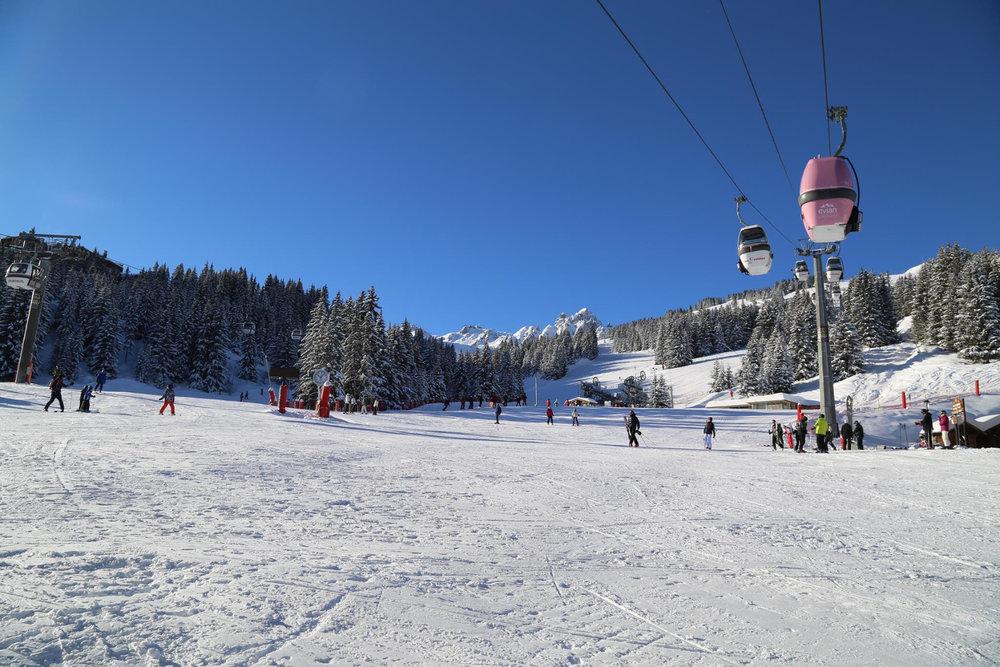 Conditions de ski idéales (neige fraiche et soleil généreux) sur les pistes de Courchevel - © OT de Courchevel