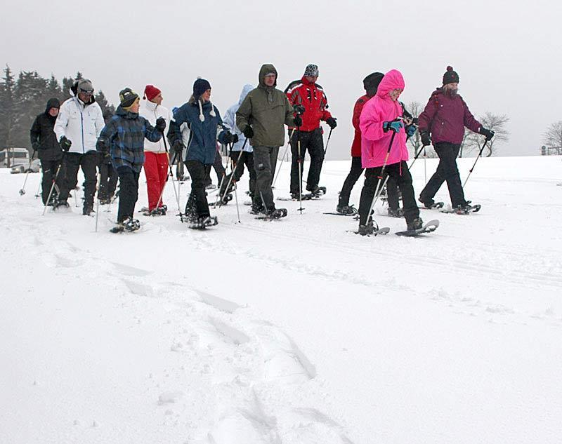 Schneeschuhwandern bei der Erlebnistour 2012: Ein echtes Gruppenerlebnis