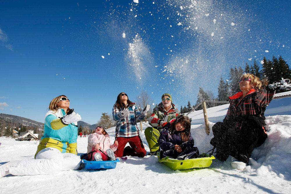 Instants simples et bonheur partagé en famille lors d'un séjour aux Coulmes - © Cervos Hytte