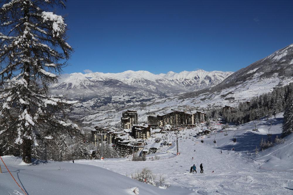Vue sur les station de ski des Orres depuis son domaine skiable - © Tintin photo / OT les Orres