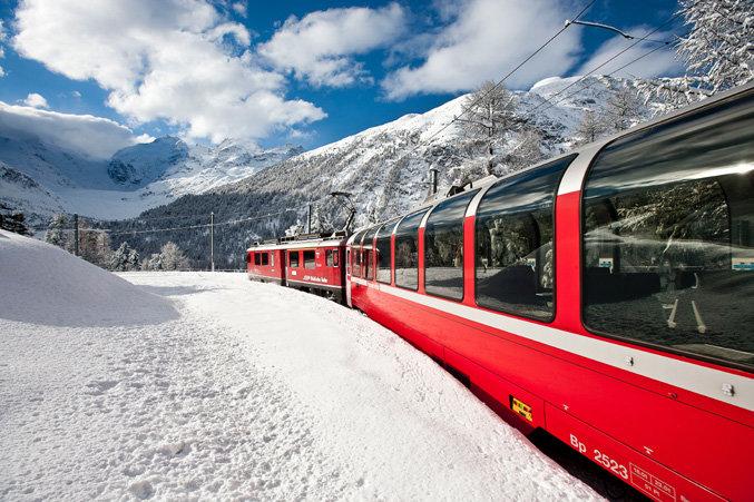 Prendere il treno per andare a sciare sulle Alpi! - © Valais, Switzerland