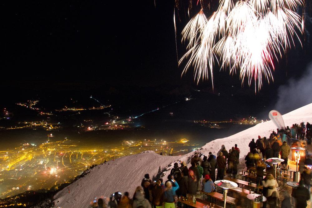 Silvester in Innsbruck: Fulminantes Feuerwerk hoch über der Stadt - © TVB Innsbruck
