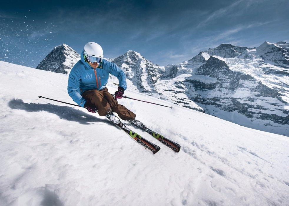 Skifahrer bei der Abfahrt auf der Kleinen Scheidegg - © Interlaken Tourismus