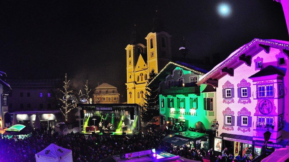 Silvester in den Kitzbüheler Alpen startet immer schon zwei Tage vorher. Die beliebte Warm Up Party findet am Hauptplatz von St. Johann in Tirol statt. - © Krepper Werner
