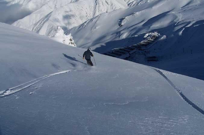 Freeskiing in Mt Hutt, NZ