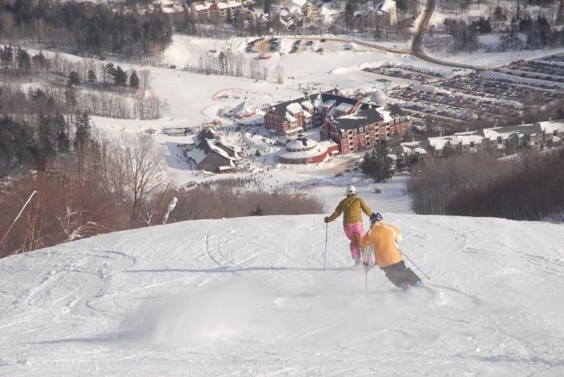 Two skiers make their way down the mountain at Sugarbush Resort, Vermont - © Sugarbush