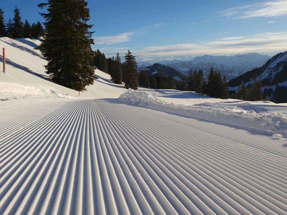 Winterwanderweg frisch präpariert - © Hörnerbahn