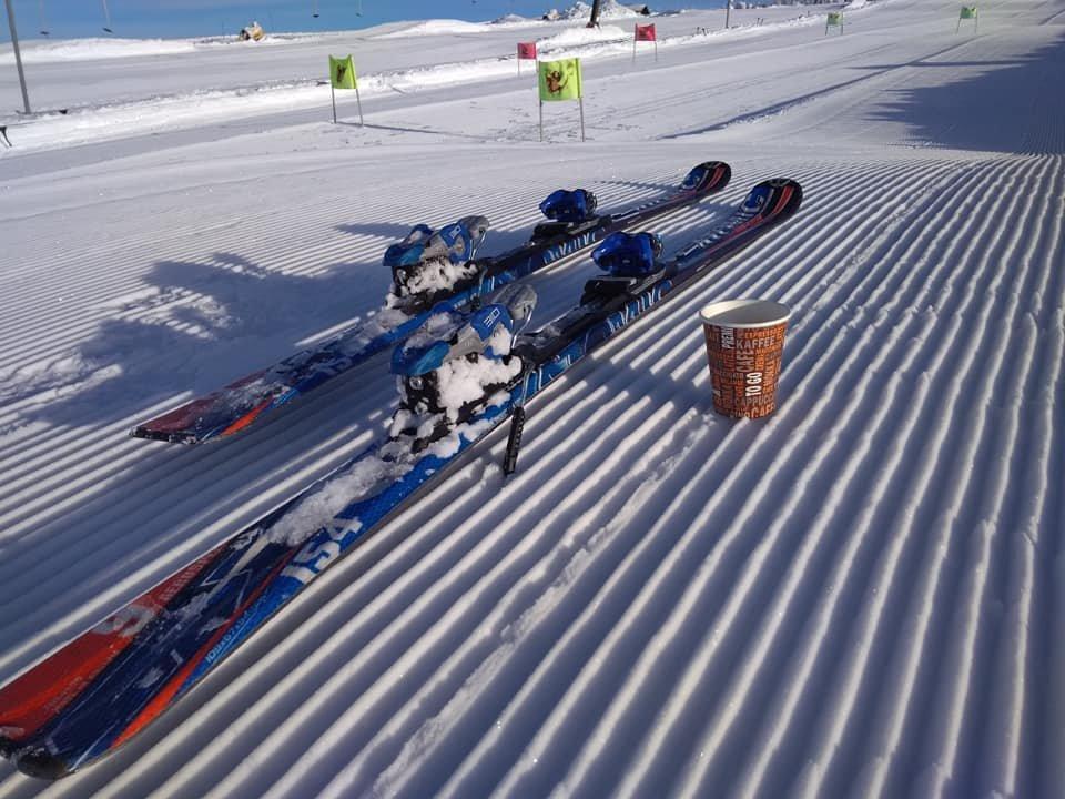 Ráno na sjezdovkách skiareálu Novako na Božím Daru - © facebook | Skiareál Novako