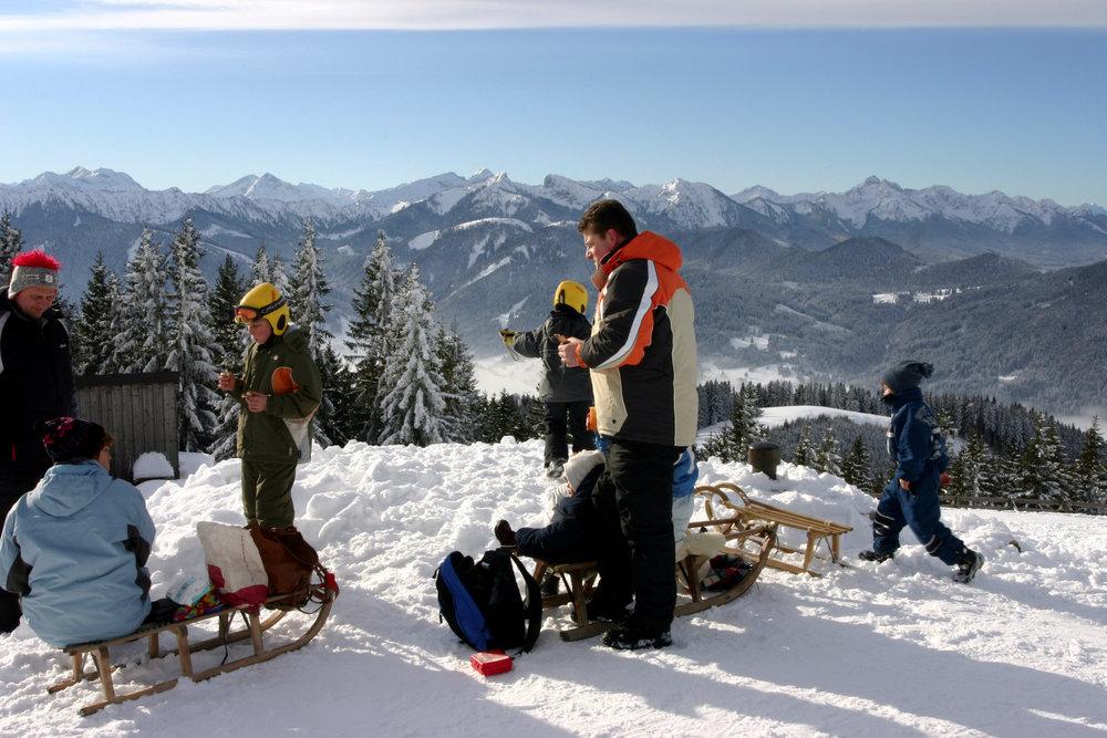 Familie am Hörnle - © Ammergauer Alpen GmbH, Gemeinde Oberammergau. Foto: Martin Doll