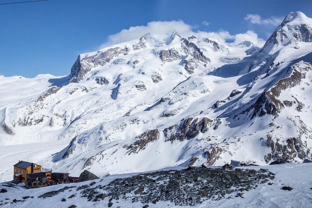 Die Gandegghütte im Skigebiet Zermatt - © Skiinfo | Sebastian Lindemeyer