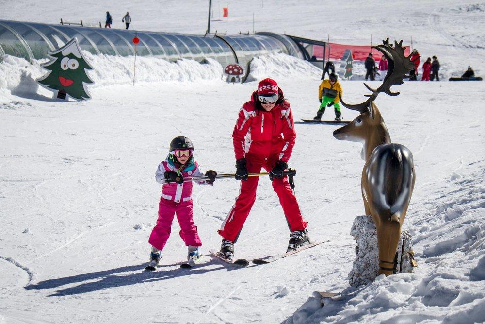 A Sierra Nevada 15 écoles de ski et 400 moniteurs assurent l'apprentissage de ski aux plus petits comme aux plus grands... - © Sierra Nevada