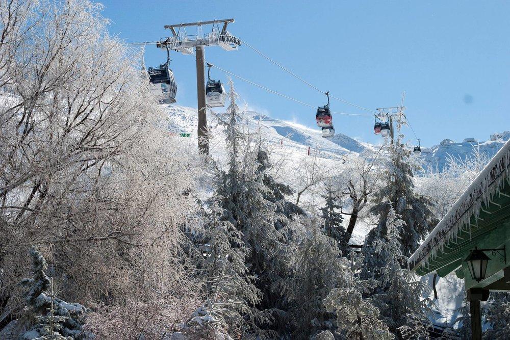 La télécabine de Borreguiles parmet un accès rapide à la partie supérieure du domaine skiable de Sierre Nevada - © Sierra Nevada