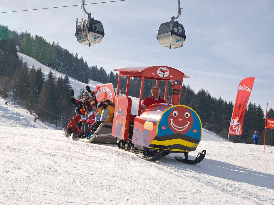 Kinderexpress im Skigebiet Hochkössen - © Bergbahnen Kössen