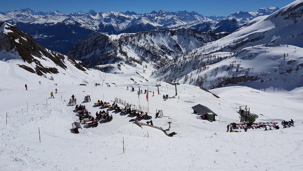 Skifahren im Skigebiet Ovronnaz (SUI) - © Ovronnaz Tourismus