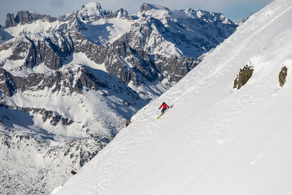 Abseits der Piste am Gemsstock - © SkiArena Andermatt-Sedrun-Disentis