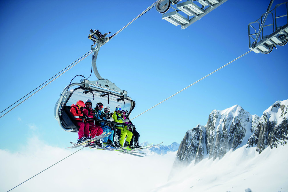 6er-Sessellift in der Skiarena Andermatt Sedrun - © Valentin Luthiger